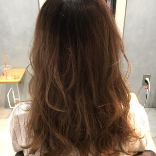 ナチュラル グラデーションカラー アッシュ くせ毛風 ヘアスタイルや髪型の写真・画像