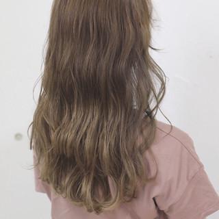 ロング ブロンド ベージュ アッシュベージュ ヘアスタイルや髪型の写真・画像