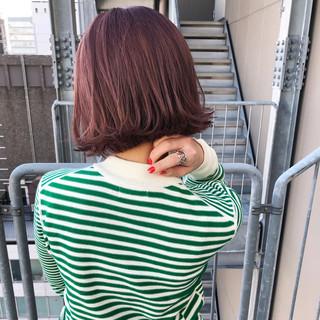 ガーリー ボブヘアー ラズベリーピンク ボブ ヘアスタイルや髪型の写真・画像