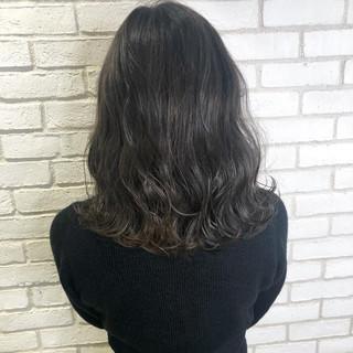 アッシュグレージュ アディクシーカラー アッシュグレー グレージュ ヘアスタイルや髪型の写真・画像
