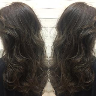 セミロング ハイライト アッシュ 暗髪 ヘアスタイルや髪型の写真・画像