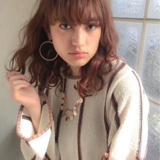 かわいい 小顔 波ウェーブ 色気 ヘアスタイルや髪型の写真・画像