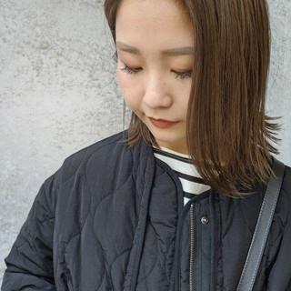 ミディアム ヌーディベージュ 大人アレンジ ナチュラル ヘアスタイルや髪型の写真・画像