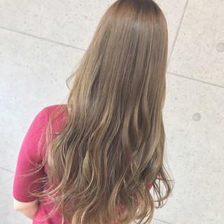 ヘアアレンジ ロング フェミニン アウトドア ヘアスタイルや髪型の写真・画像