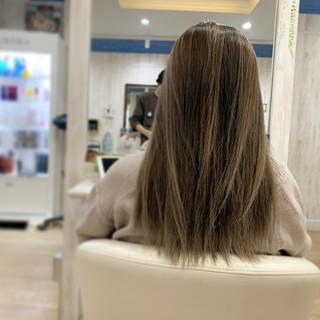 ヌーディベージュ エアータッチ セミロング ミルクティーベージュ ヘアスタイルや髪型の写真・画像