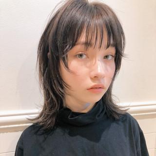 カジュアル ウルフ女子 ミディアム ウルフカット ヘアスタイルや髪型の写真・画像