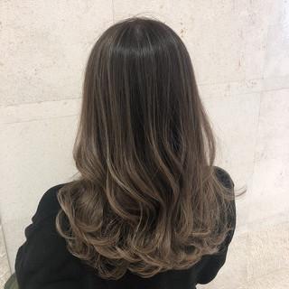 グラデーションカラー モテ髮シルエット 巻き髪 グレージュ ヘアスタイルや髪型の写真・画像
