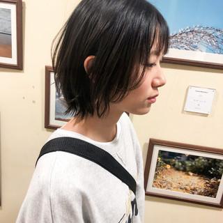 ハンサム アンニュイほつれヘア ナチュラル 暗髪 ヘアスタイルや髪型の写真・画像