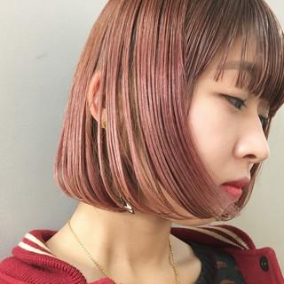 ダブルカラー ピンク ストリート ボブ ヘアスタイルや髪型の写真・画像