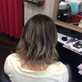 外国人風カラー イルミナカラー グラデーションカラー ミディアム ヘアスタイルや髪型の写真・画像