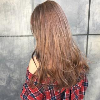ブリーチカラー ベージュ 透明感 ロング ヘアスタイルや髪型の写真・画像