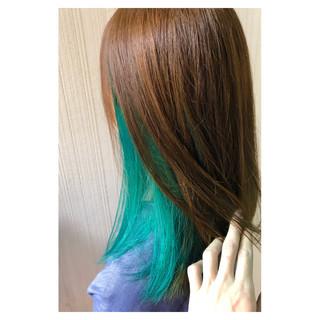 ミディアム インナーグリーン フェミニン アウトドア ヘアスタイルや髪型の写真・画像