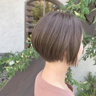 グレージュ ショートボブ アッシュグレージュ ショート ヘアスタイルや髪型の写真・画像