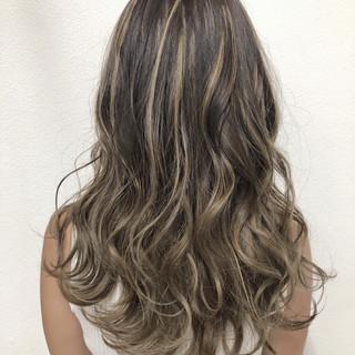 外国人風フェミニン 透明感 バレイヤージュ ハイライト ヘアスタイルや髪型の写真・画像