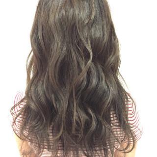 ロング 外国人風 ウェーブ アッシュ ヘアスタイルや髪型の写真・画像