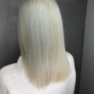 ミディアム ホワイト ストリート ブリーチ ヘアスタイルや髪型の写真・画像