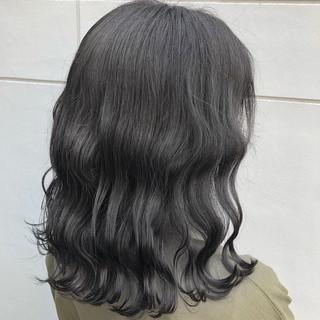 ミディアム アッシュグレージュ ナチュラル ダークグレー ヘアスタイルや髪型の写真・画像 ヘアスタイルや髪型の写真・画像