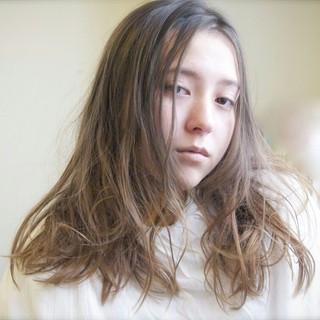外国人風 ナチュラル セミロング パーマ ヘアスタイルや髪型の写真・画像