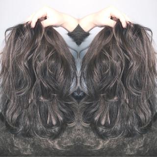 ミディアム グラデーションカラー ハイライト アッシュ ヘアスタイルや髪型の写真・画像