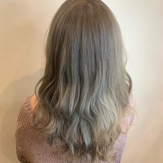 ロング ミルクティーベージュ ブリーチ ホワイトベージュ ヘアスタイルや髪型の写真・画像