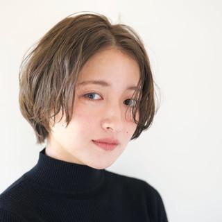 グレージュ ウェーブ リラックス 似合わせ ヘアスタイルや髪型の写真・画像