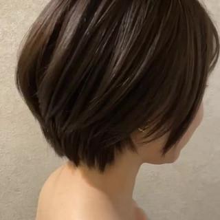 ナチュラル ショート ショートボブ オリーブベージュ ヘアスタイルや髪型の写真・画像