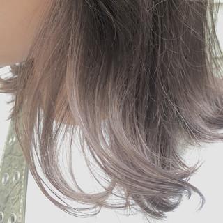 ピンクベージュ セミロング モード ブリーチカラー ヘアスタイルや髪型の写真・画像