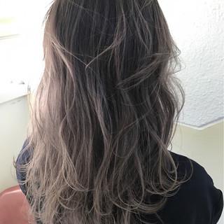 グレージュ ハイライト 外国人風カラー ミルクティー ヘアスタイルや髪型の写真・画像