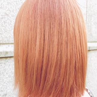 アプリコットオレンジ 切りっぱなしボブ ガーリー ボブ ヘアスタイルや髪型の写真・画像