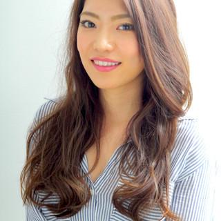 アッシュ ロング 外国人風 フェミニン ヘアスタイルや髪型の写真・画像 ヘアスタイルや髪型の写真・画像
