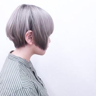 アッシュ ストレート ホワイト ハイトーン ヘアスタイルや髪型の写真・画像