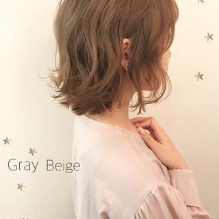 ウェーブ ハイトーン ゆるふわ こなれ感 ヘアスタイルや髪型の写真・画像