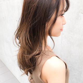 ゆるふわパーマ ミディアム 鎖骨ミディアム 透明感カラー ヘアスタイルや髪型の写真・画像
