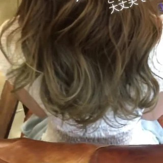 セミロング フェミニン グレージュ 外国人風カラー ヘアスタイルや髪型の写真・画像 ヘアスタイルや髪型の写真・画像