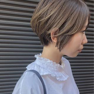ショート ハイライト グレージュ ショートボブ ヘアスタイルや髪型の写真・画像