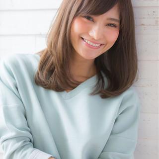 ミディアム 小顔 パーマ ニュアンス ヘアスタイルや髪型の写真・画像