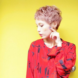 ヘアアレンジ ベリーショート ハイトーン 透明感 ヘアスタイルや髪型の写真・画像