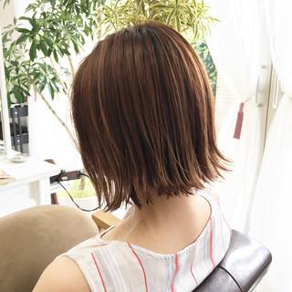 ショートボブ 切りっぱなしボブ ショートヘア ナチュラル ヘアスタイルや髪型の写真・画像
