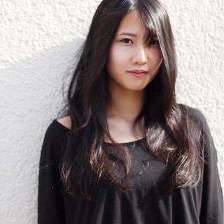 シースルーバング ロング 黒髪 パーマ ヘアスタイルや髪型の写真・画像