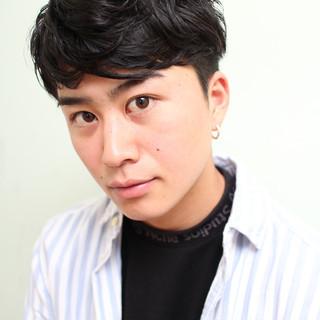 黒髪 ショート ツーブロック ナチュラル ヘアスタイルや髪型の写真・画像