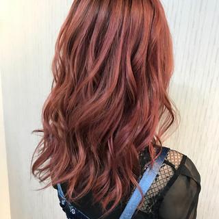 透明感 レッド ナチュラル ピンク ヘアスタイルや髪型の写真・画像