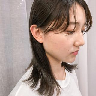 うざバング ナチュラル 束感バング ミディアム ヘアスタイルや髪型の写真・画像