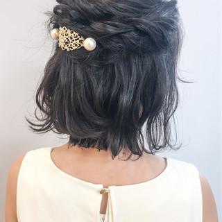 ボブ 外ハネ ガーリー 簡単ヘアアレンジ ヘアスタイルや髪型の写真・画像 ヘアスタイルや髪型の写真・画像