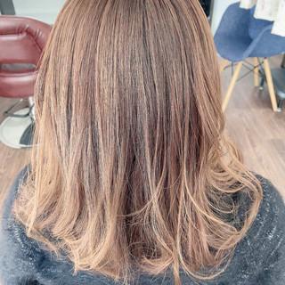 ロング フェミニン ブリーチ必須 ハイライト ヘアスタイルや髪型の写真・画像