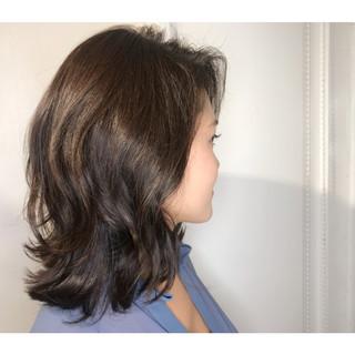 ナチュラル ウェーブ ミディアム ボブ ヘアスタイルや髪型の写真・画像