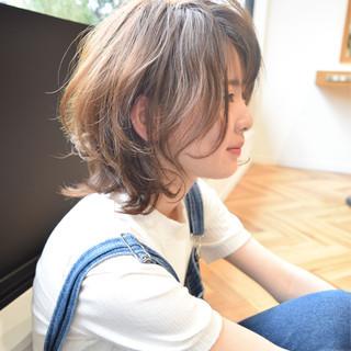 ミディアム ガーリー グレージュ ボブ ヘアスタイルや髪型の写真・画像