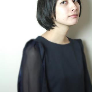 ショート 暗髪 スモーキーアッシュ ショートボブ ヘアスタイルや髪型の写真・画像