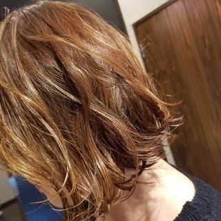 フェミニン ミディアム アンニュイほつれヘア ヘアスタイルや髪型の写真・画像