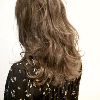 ハイライト グレージュ ダブルカラー 外国人風カラー ヘアスタイルや髪型の写真・画像