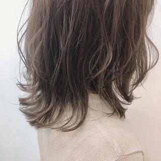 圧倒的透明感 ミディアムレイヤー ミディアム フェミニン ヘアスタイルや髪型の写真・画像